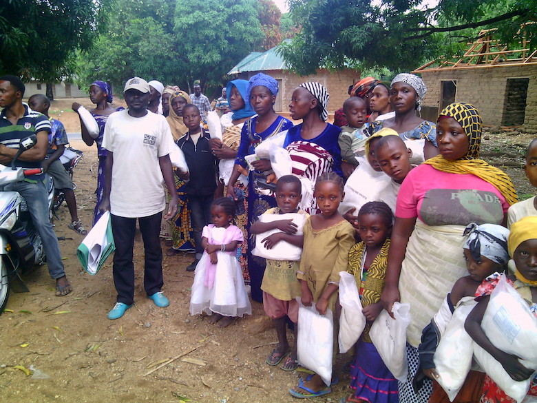 Children and mothers receive mosquito nets from the Gashaka Biodiversity Project on the first outing of its conservation outreach program. Photo by Lawal Sani Kona.