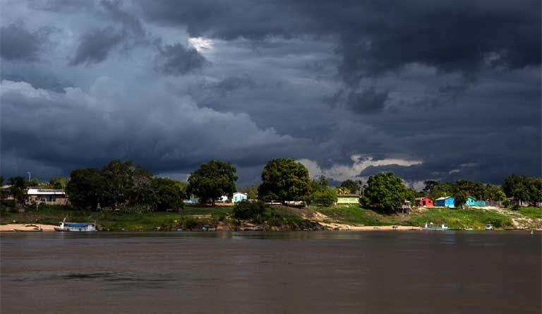 Riverside communities in an area that would be flooded by the São Luiz de Tapajós dam`s construction. Photo by Lilo Clareto/Repórter Brasil
