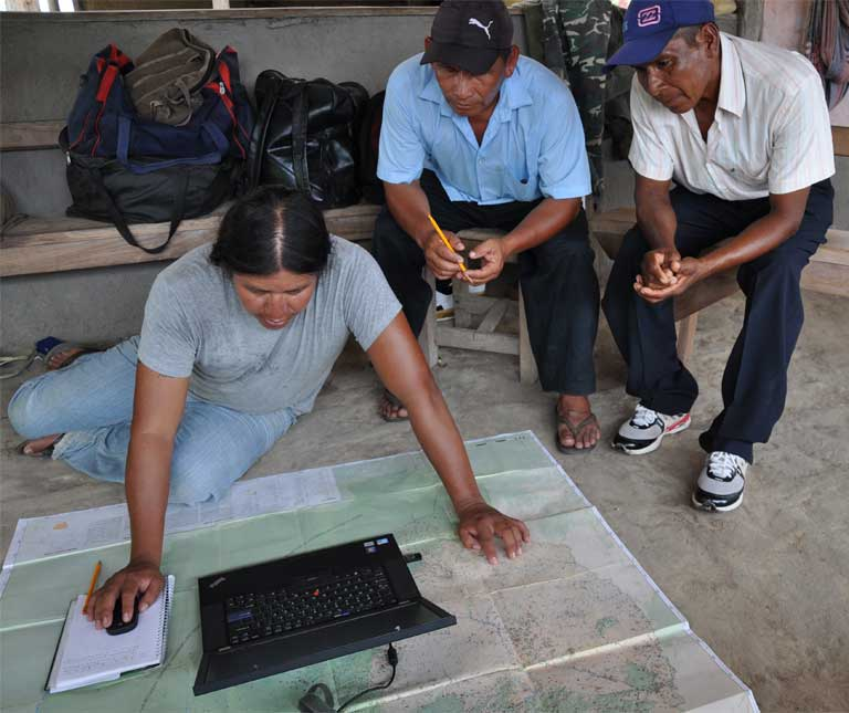 4)Wapichan community members working on a digital map of their traditional lands. Photo by Tom Griffiths, FPP.