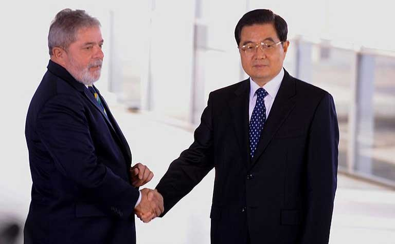 Brazilian President Luiz Inácio Lula da Silva meets with Chinese President Hu Jintao in 2010. IIRSA's infrastructure projects are widely seen as a means of benefiting agribusiness and the extraction industry by linking South America's wild interior with the coasts and international trading partners such as China. Photo by Roosewelt Pinheiro courtesy of Agência Brasil