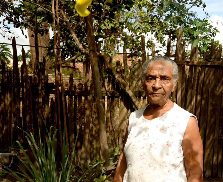 Adelia Marinho de Souza in her cottage garden, her sanctuary from the urban world that has replaced the sleepy Amazon settlement in which she once lived. Photo by Natalia Guerrero.