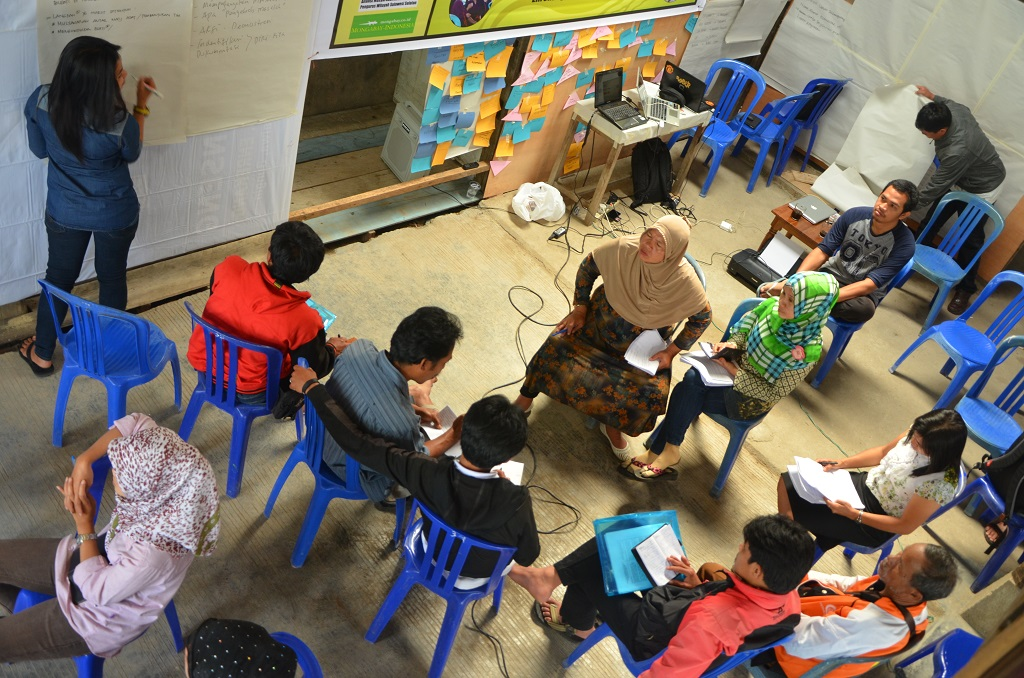 AMAN facilitates an ethnography documentation session in South Sulawesi province. Photo by Wahyu Chandra