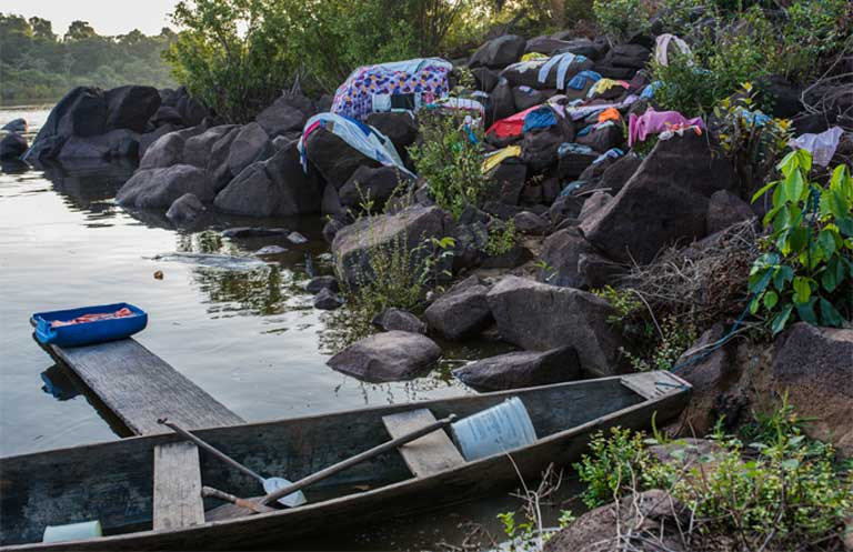 Unsubmerged washing board outside Dona Zefa's house. People were happy with the coming of the rain and the end of the drought. Photo by Mauricio Torres
