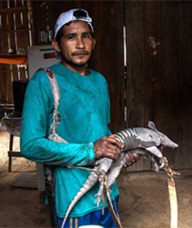 A hunter shows an armadillo he hunted to feed his family — alifestyle likely to be lost if the dam is built. Photo by Lilo Clareto/Repórter Brasil