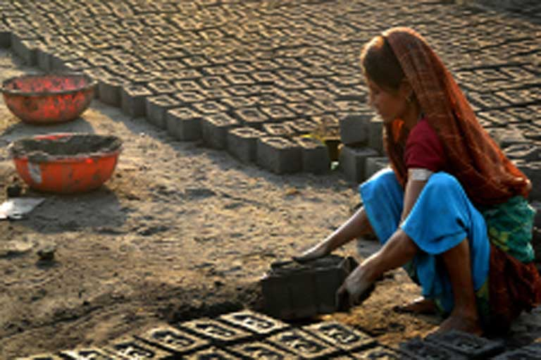 A CDM project in India: The production of eco-friendly bricks that eliminate the need to burn fossil fuels for brick kilning. Photo by Mukesh Dewatwal, CDM photo contest winner