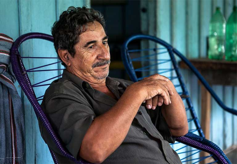 Arlindo de Oliveira on the front porch of the house he built in Pimental. He expects to get rich from his São Luiz do Tapajós dam land speculation. Photo by Lilo Clareto / Repórter Brasil