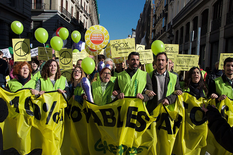 Greenpeace Climate March 2015 Madrid. World leaders are under increasing public pressure to take action on global warming. Photo by OsvaldoGago licensed under the Creative Commons Attribution-Share Alike 3.0 Unported license